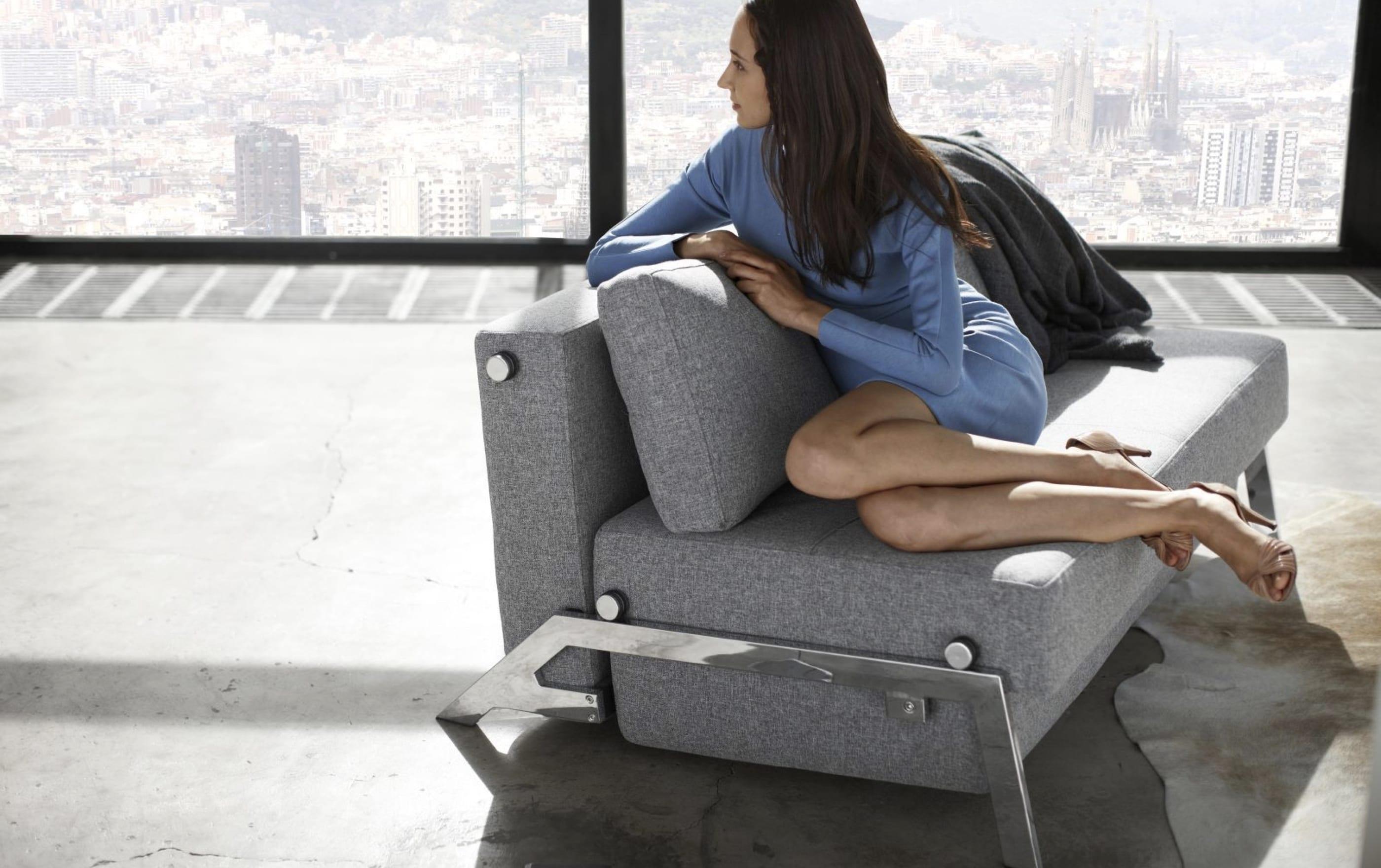 19_01_sofa and girl_Bedre Nætter magento website_by_basov_design_